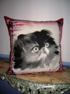 Anna Maria Di Giorgi: cuscino dipinto a mano su tela di cotone (fronte)