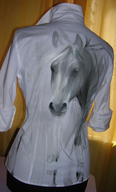 Anna Maria Di Giorgi: dipinto a mano su camicia in cotone elasticizzato (clicca per ingrandire)