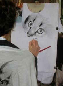 Ritratto dipinto a mano su t-shirt di cotone elasticizzato