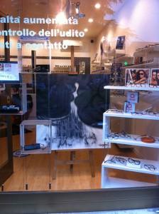 Le opere di Anna Maria Di Giorgi in esposizione presso il negozio OtticopreferitO di Gaggiano (Milano)